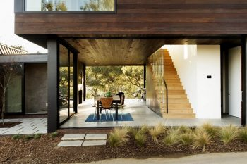 Oak Pass Guesthouse by Walker Workshop