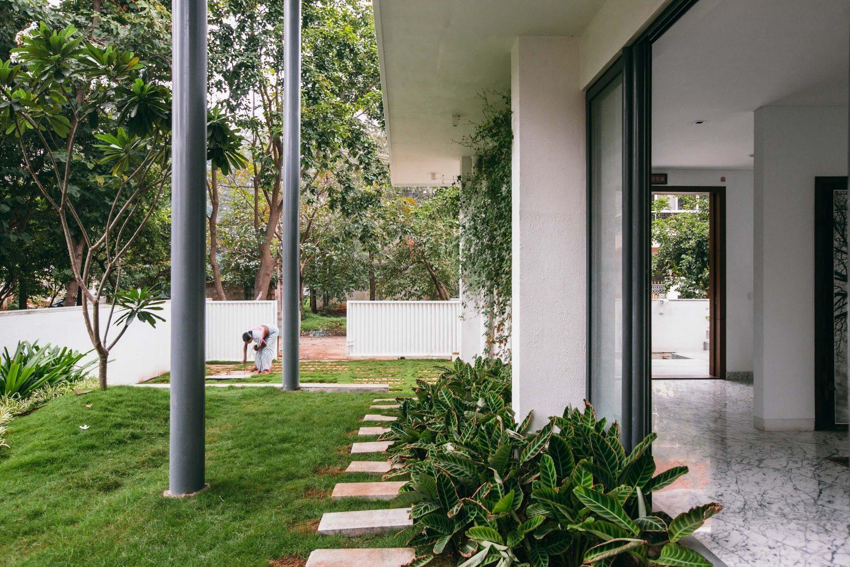 Courtyard House by Abin Design Studio