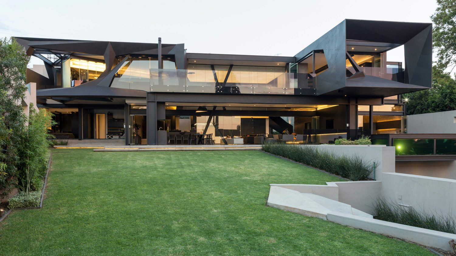 Kloof Road House by Nico van der Meulen Architects