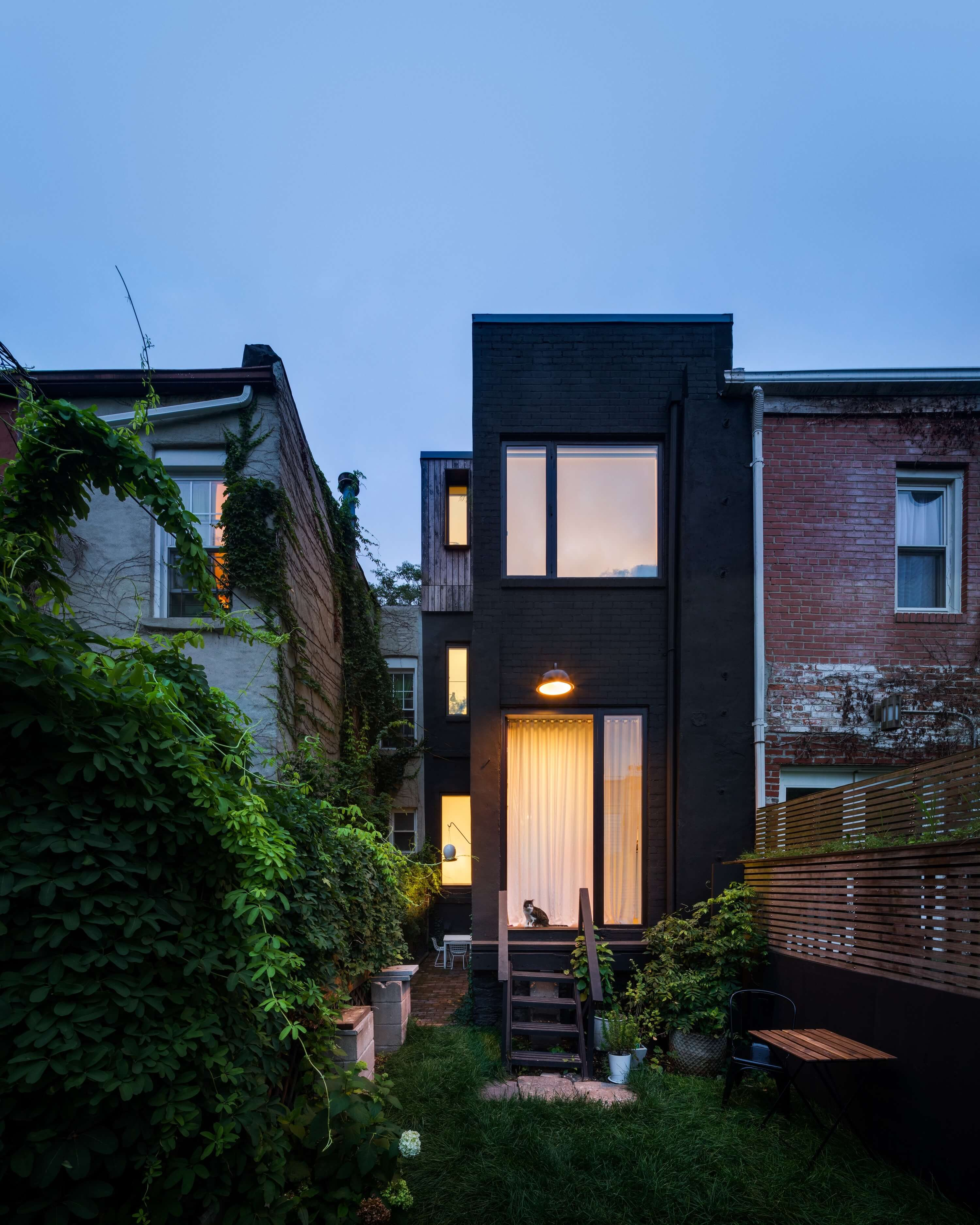 Little House. Big City by Office of Architecture