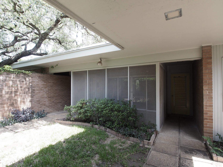 Balcones Residence by Clayton Korte