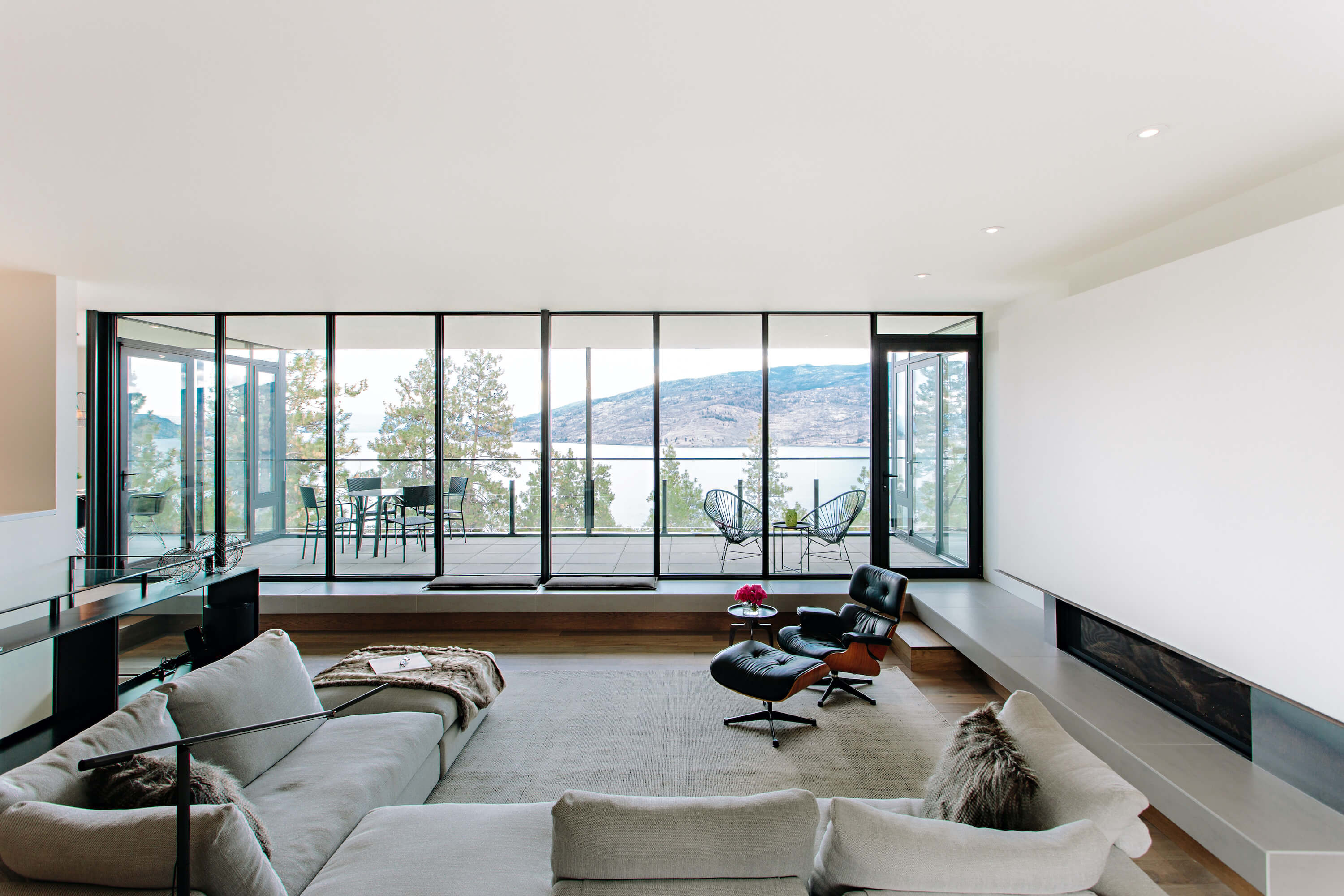 Lakebend View Residence by Ritchie Custom Homes