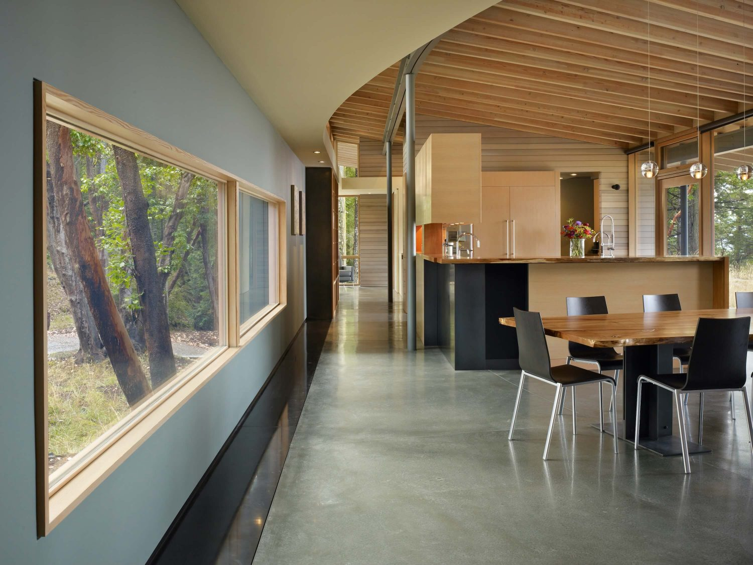 Suncrest Residence by Heliotrope Architects