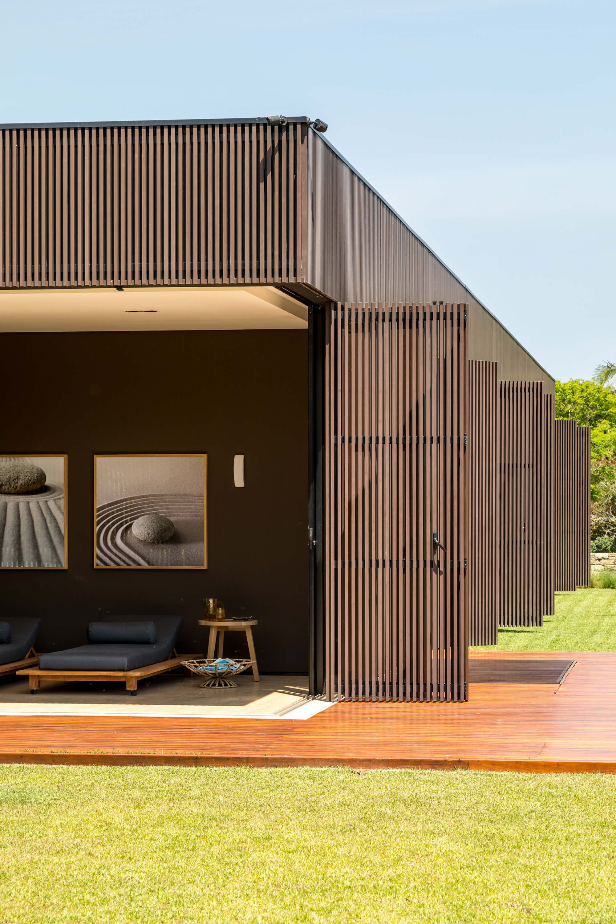 Tunnel House by Consuelo Jorge Arquitetos