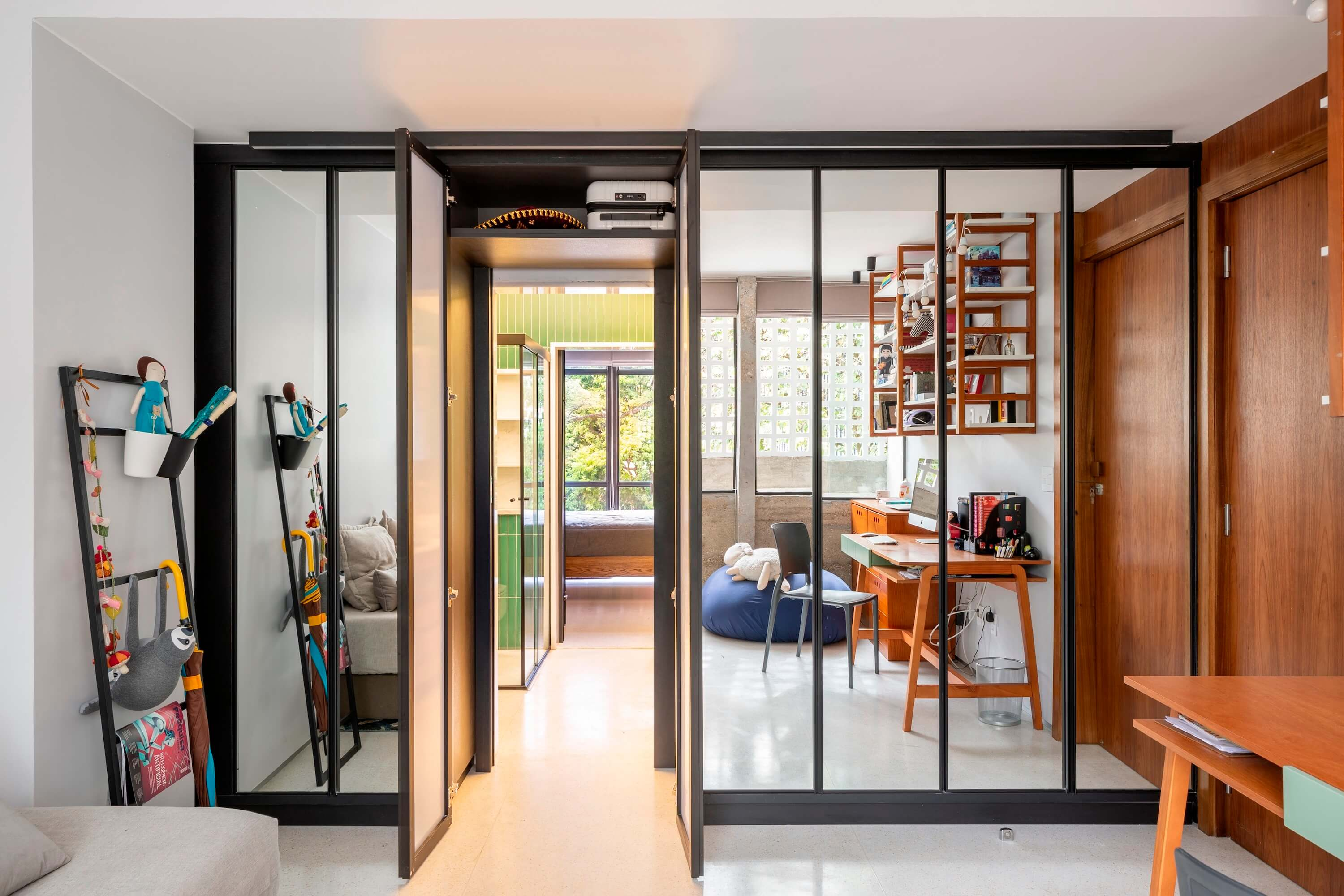 Apartment 3 Zero 8 by Debaixo do Bloco Arquitetura
