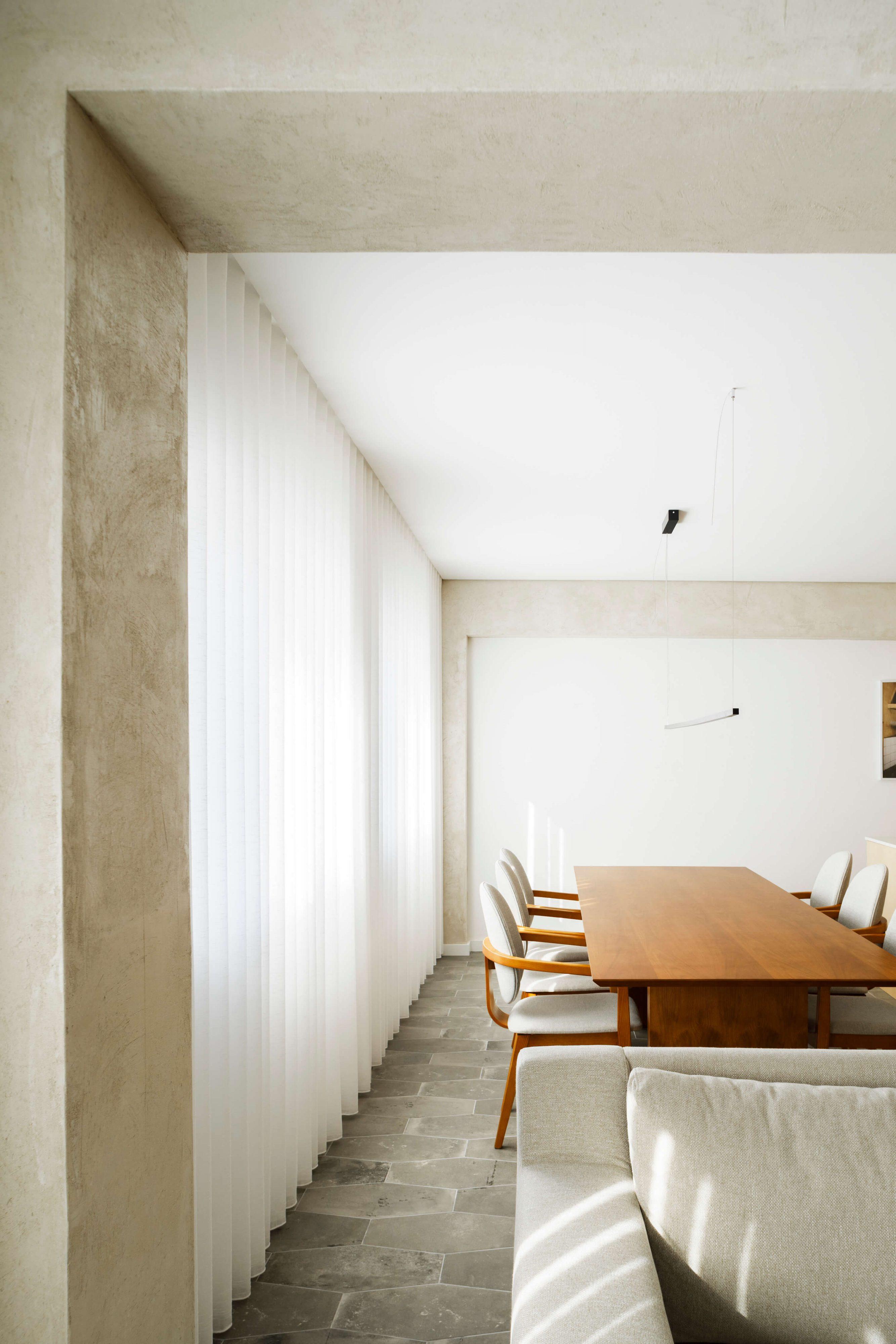 Lar Familiar Apartment by Paulo Moreira Architecture