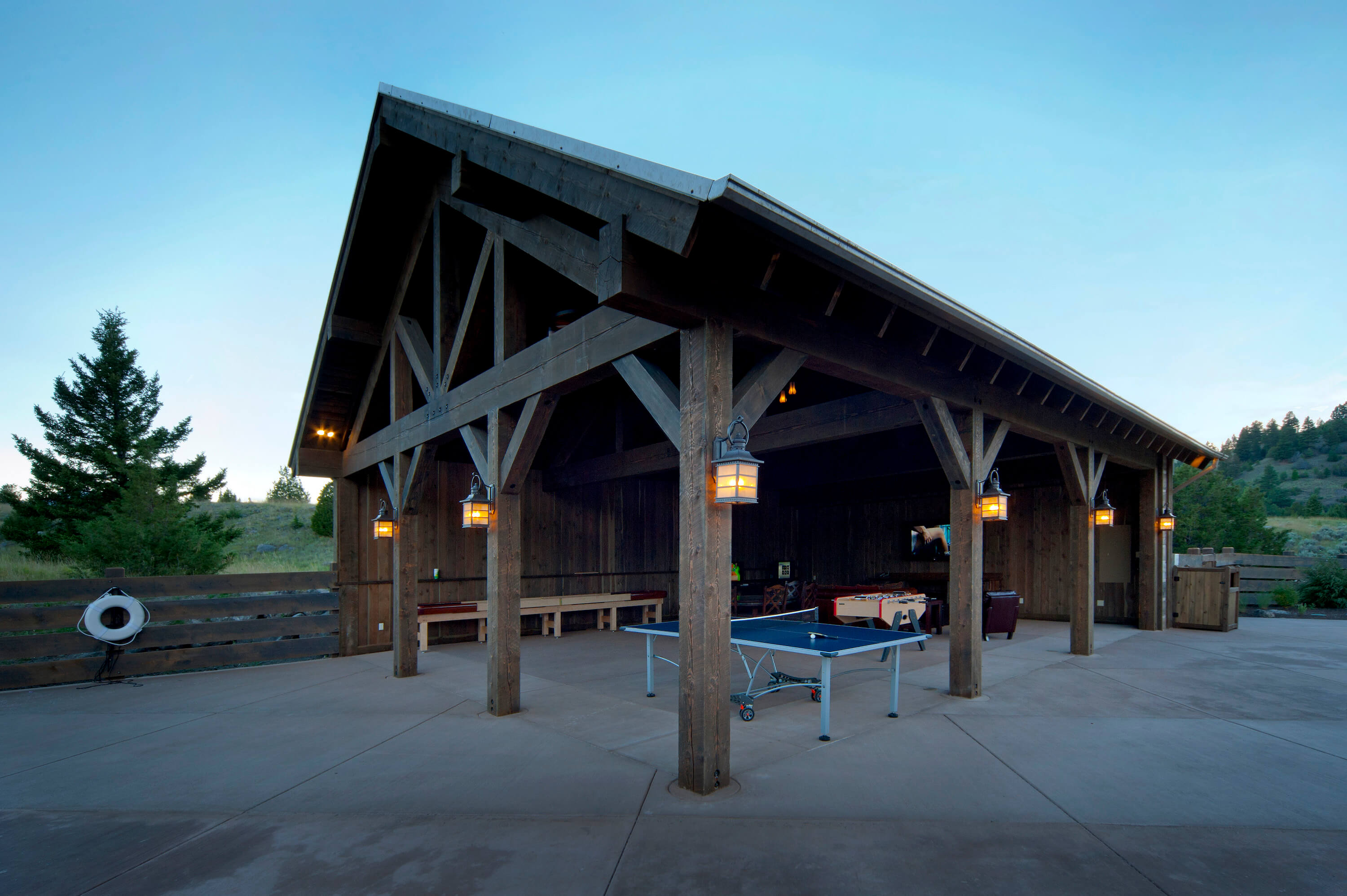 Pool and Game Barn Complex by Cushing Terrell