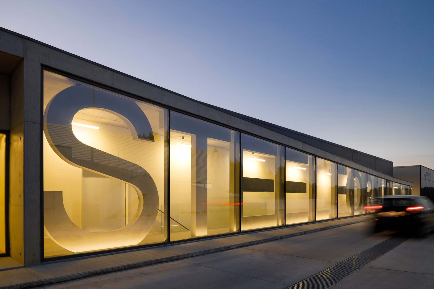 Steelform Factory by Atelier d'Arquitectura Lopes da Costa