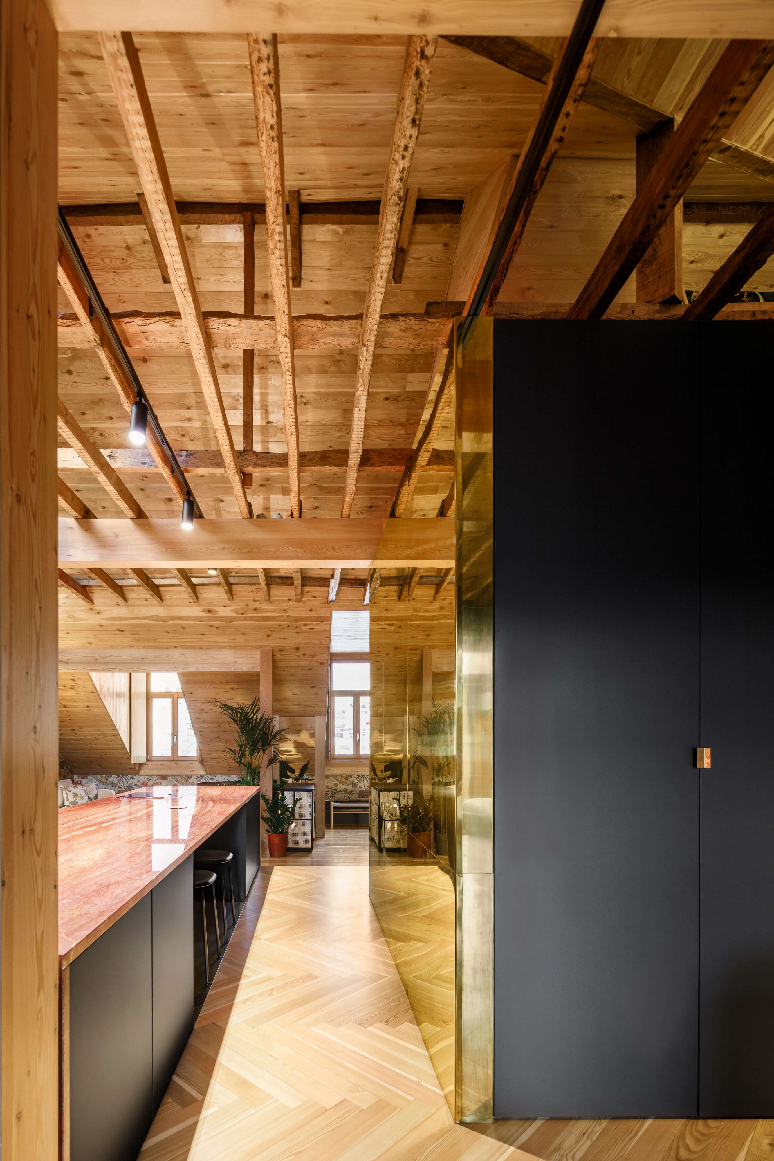 Apartment in Lisbon by BALA atelier